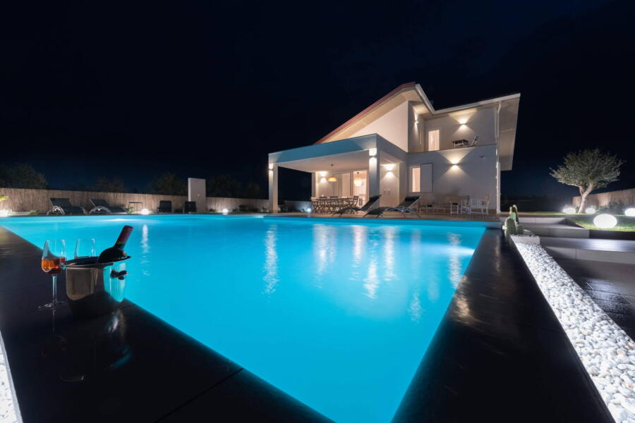 Fascinating evenings by the pool