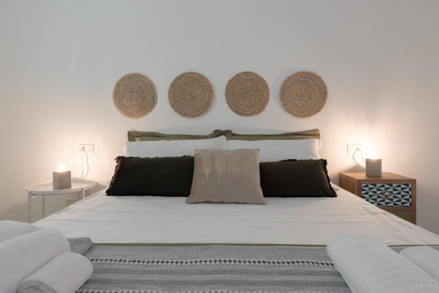 The double bedroom green spirals