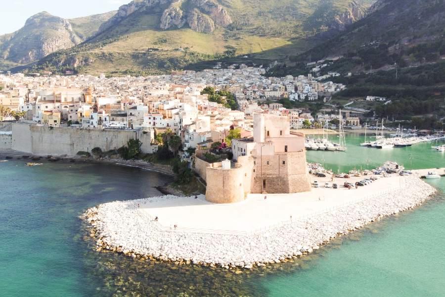 last-minute-villa-con-piscina-sicilia-castello-a-mare