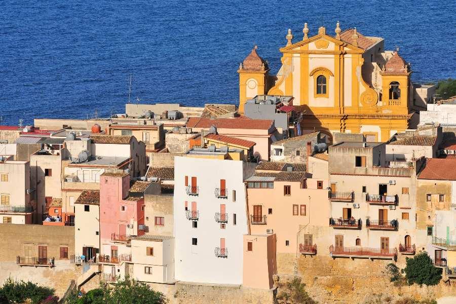last-minute-villa-con-piscina-sicilia-chiesa