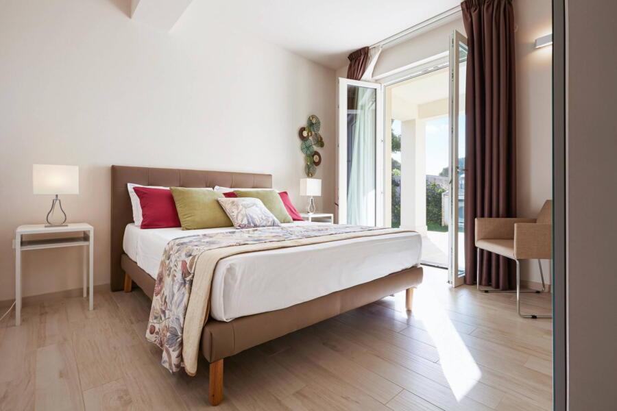 The brown bedroom in Villa Levante