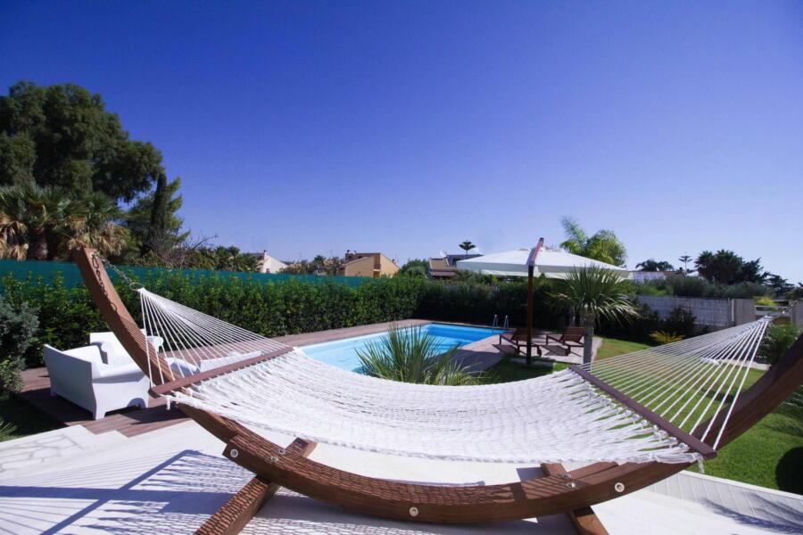 Relax in the hammock of Villa Levante