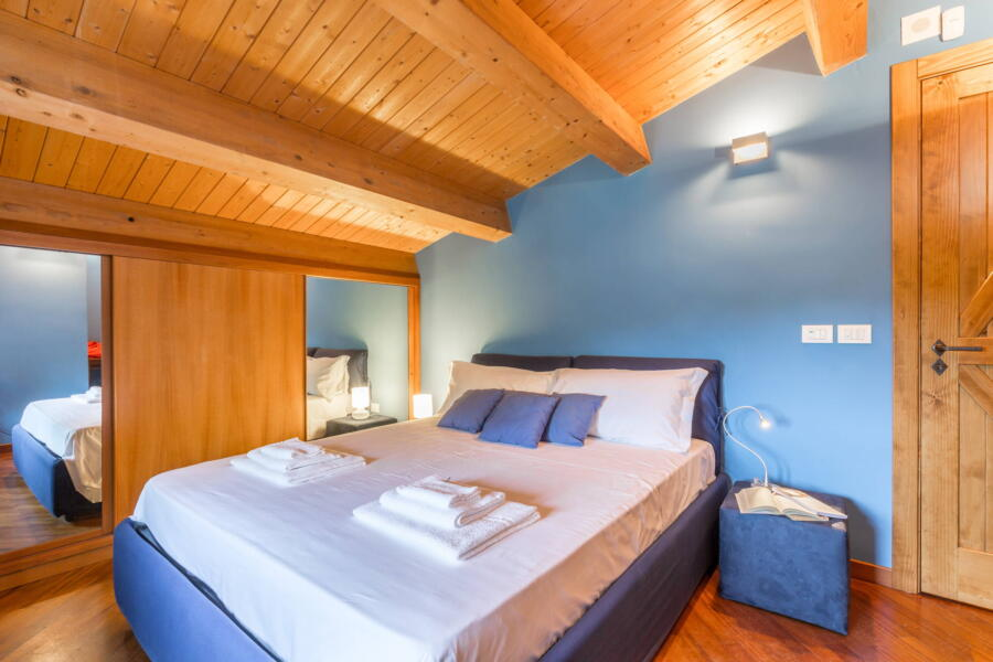 The blue bedroom with its beamed ceiling