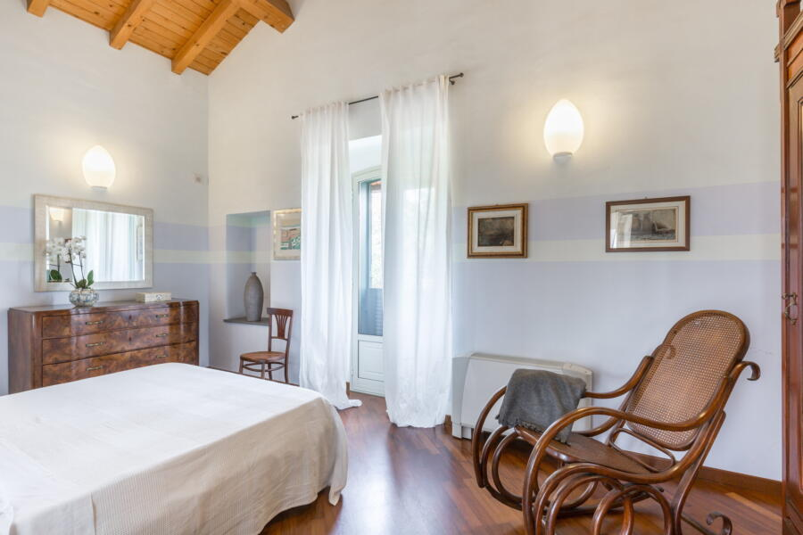 The master bedroom in Villa Palms