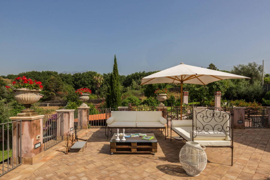 The relaxation area on the terrace of Villa Palmes