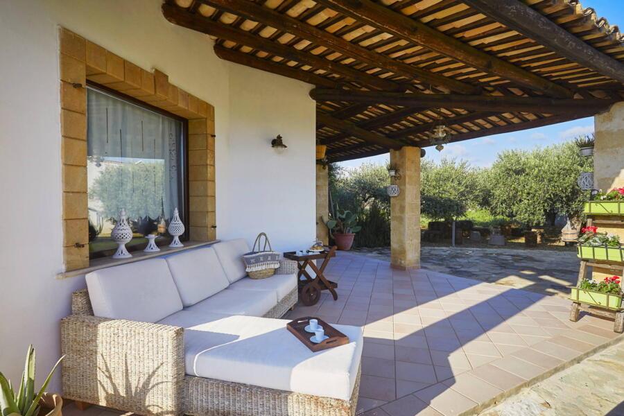Relax area in patio Villa Gio, Marsala, Western Sicily