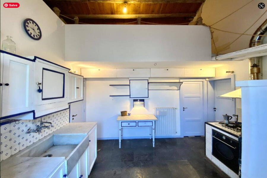 The kitchen with its mezzanine, where certain details such as the wood-fired oven for bread have been skilfully kept alive.